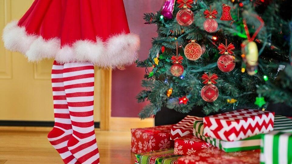 Christmas stress relief tips-christmas tree, gifts, and Christmas outfit