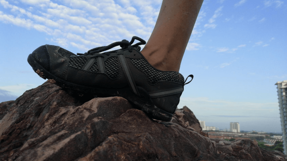 Benefits of barefoot shoes-Terraflex picture on rock