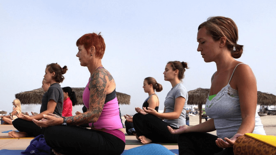 Fitness-motivation-tips-exercise-to-get-fit-women-yoga-class