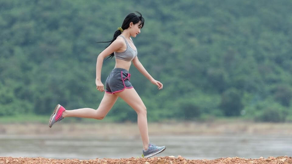 Top 10 Most Common Sports Injuries-plantar fasciitis-woman running