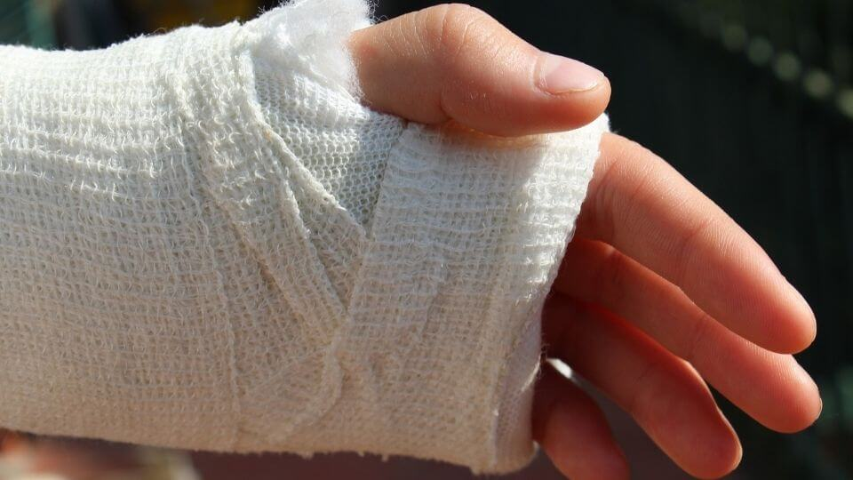 Top 10 Most Common Sports Injuries-fractures-wrist in bandage