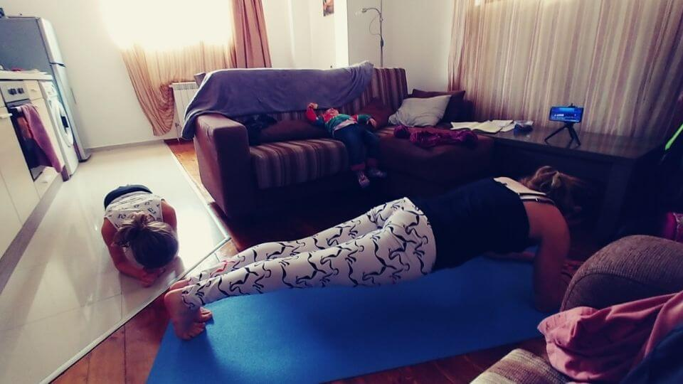 Home workout apps-mid class-Elly working out with kids in living room